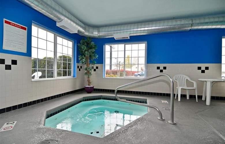 Best Western Plus Peppertree Auburn Inn - Pool - 86