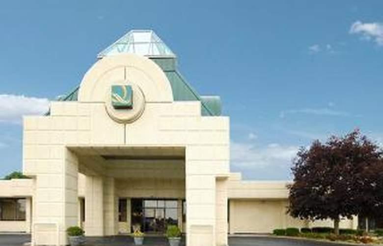 Quality Inn & Suites - General - 1