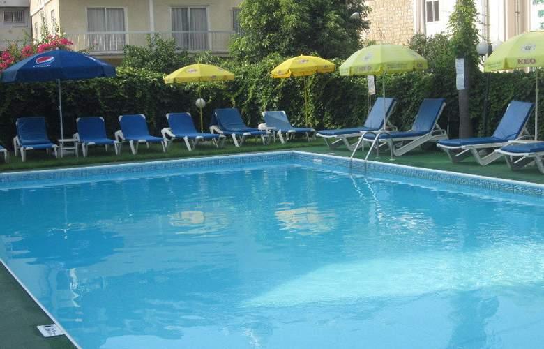 Estella Apartments - Pool - 3