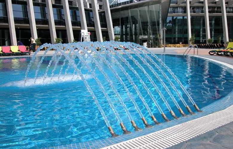 Gran Hotel Bali - Pool - 16