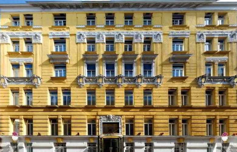 Carlton Opera - Hotel - 0