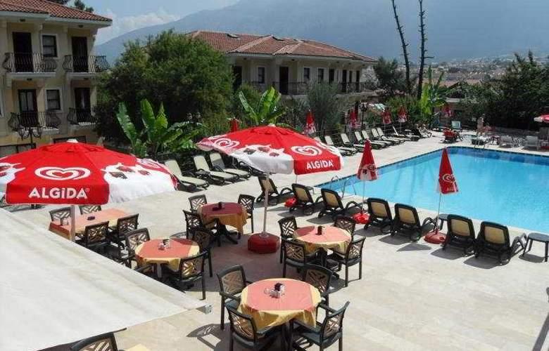 Grove Hotel - Terrace - 11