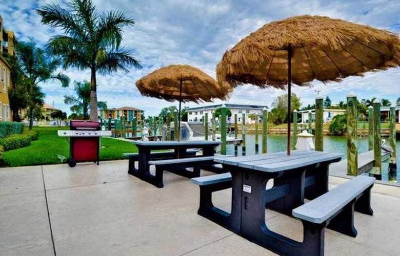 The Bayside Inn & Marina - Terrace - 2