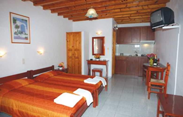 Domna Petinaros - Room - 3