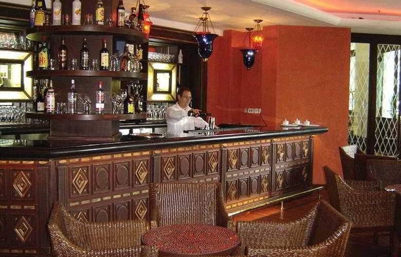 Saratoga Boutique - Bar - 7
