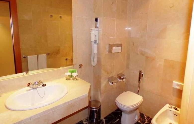 Expo Hotel  Barcelona - Room - 13