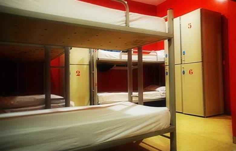 Sun & Moon Hostel - Room - 5