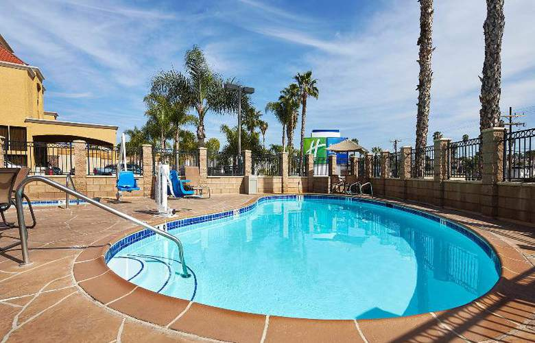 Holiday Inn Express San Diego South Bay - Pool - 8