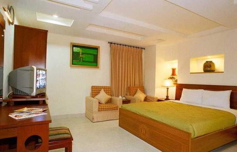 Hoang Gia Huy Hotel - Room - 4