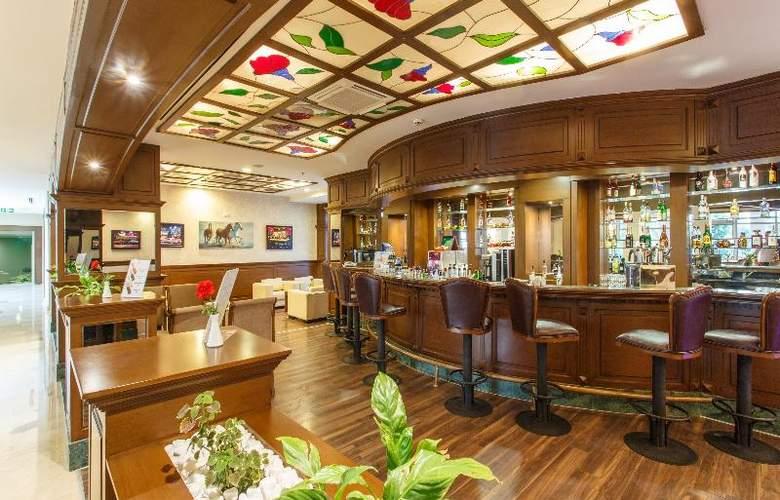 Novia Lucida Beach Hotel - Bar - 18
