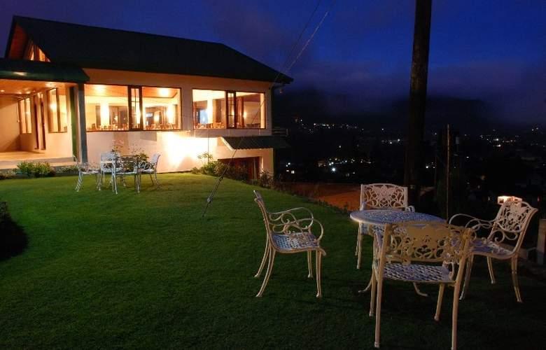 Tea Bush Hotel - Terrace - 4