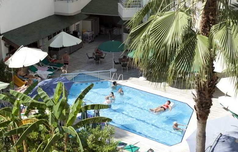 Remi Hotel - Pool - 6
