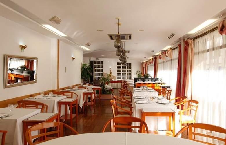 Rainha d'Amélia - Restaurant - 5