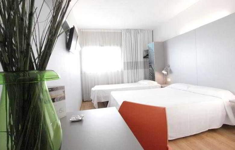 B&B Valencia Aeropuerto - Room - 4