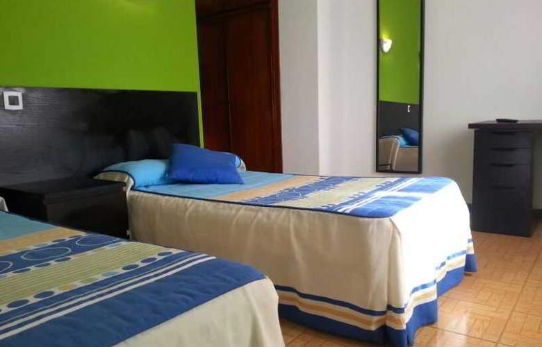 Azcona - Room - 15