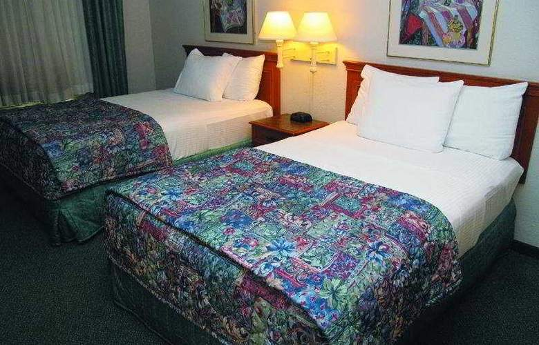 La Quinta Inn St. Louis Airport 714 - Room - 3