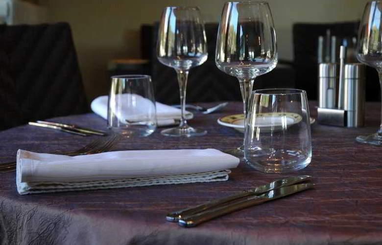 INTER-HOTEL HOSTELLERIE DES PINS - Restaurant - 3