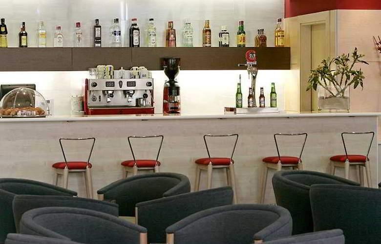 B&B Madrid Aeropuerto T1-T2-T3 - Bar - 1