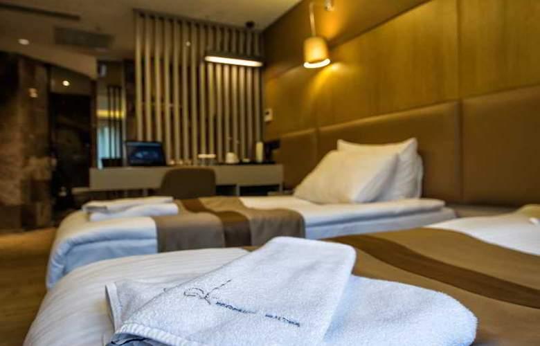 GK Regency Suites - Room - 12