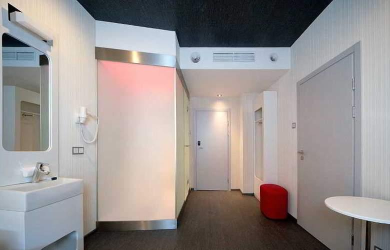 Iq Hotel - Room - 2