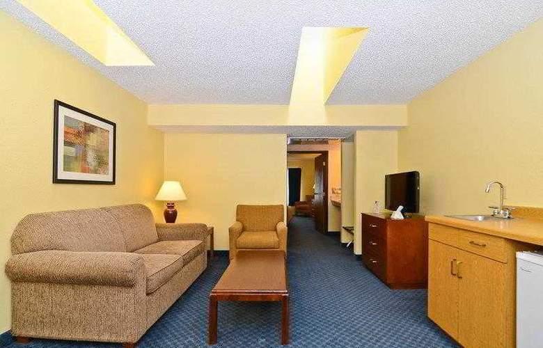 Best Western Ambassador Inn & Suites - Hotel - 21