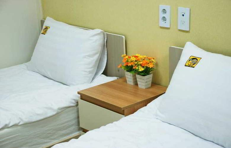 Yellow Brick Hotel 1 - Room - 5