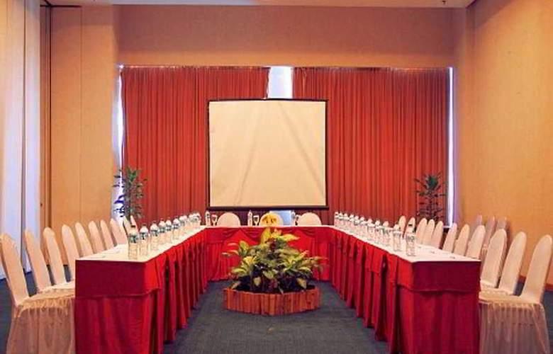 The Ritzy Hotel Manado - Conference - 5