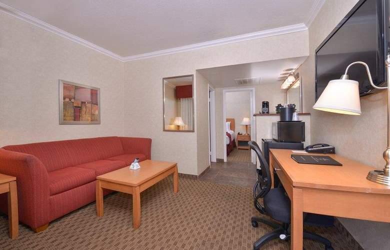 Best Western Plus Innsuites Phoenix Hotel & Suites - Room - 40
