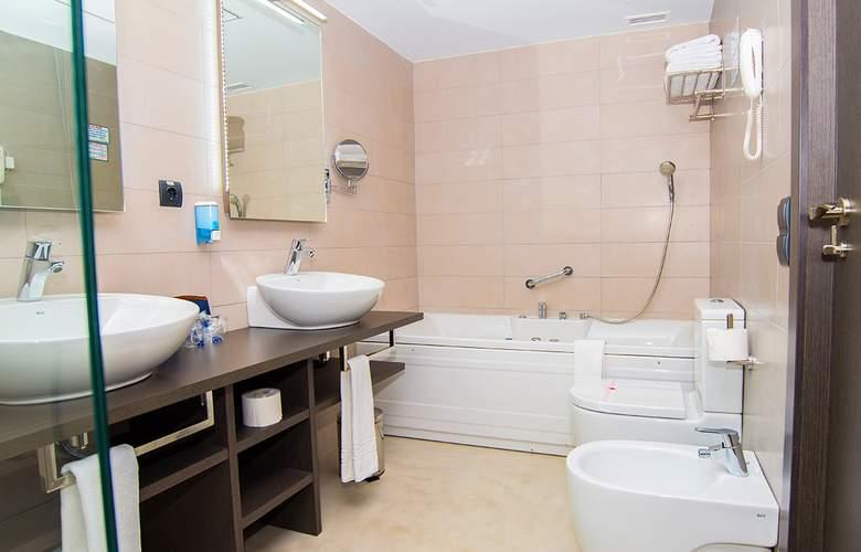 RH Vinaros Aura - Room - 12