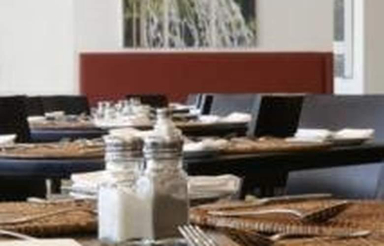 Fountains Hotel - Restaurant - 4