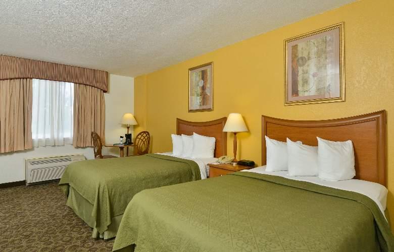 Quality Inn & Suites at Universal Studios - Room - 2