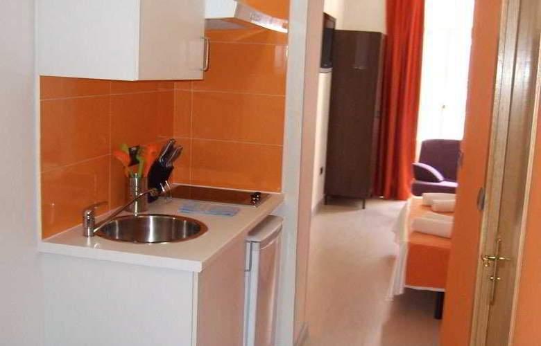 Apartamentos H2 Plaza Mayor - Room - 0
