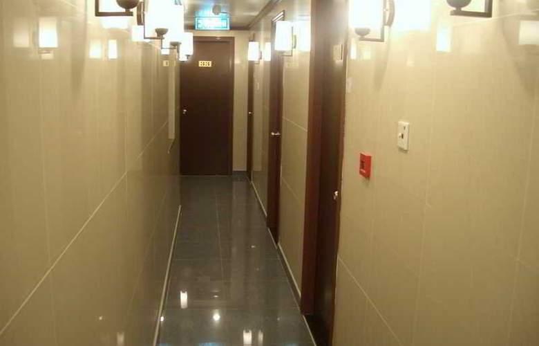 Li's Chain - Room - 9