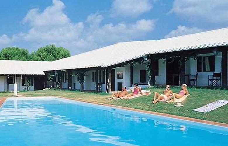HLG Binivell Park - Pool - 1