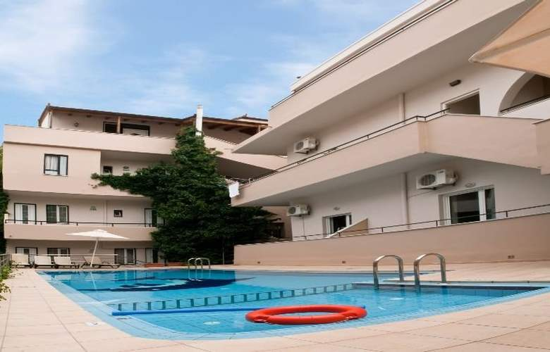 Zorbas Apartments - Hotel - 0