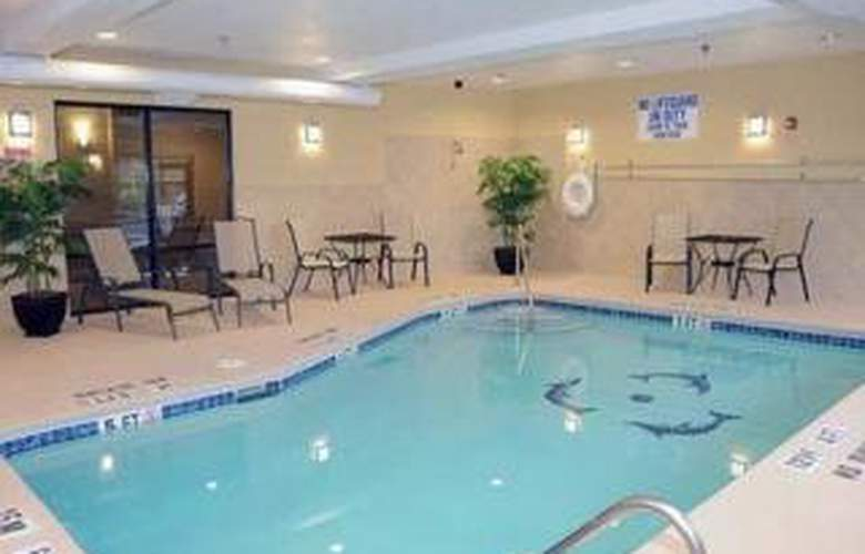 Comfort Suites - Pool - 3