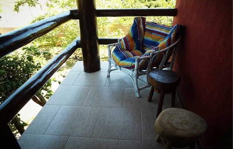 Falcon Guest Suites - Terrace - 2