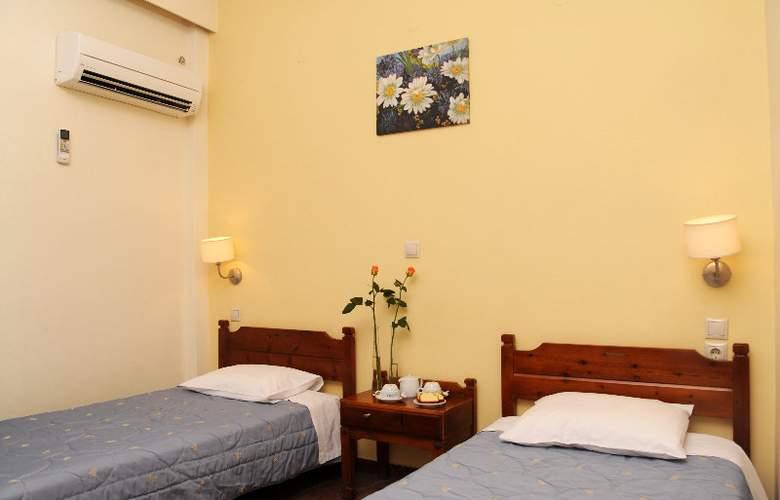 Elena - Room - 2