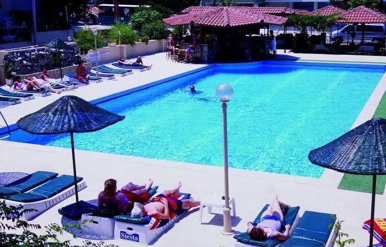 Hotel Blue Rainbow - Pool - 4