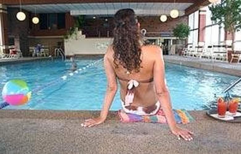 Comfort Inn (Skokie) - Pool - 6
