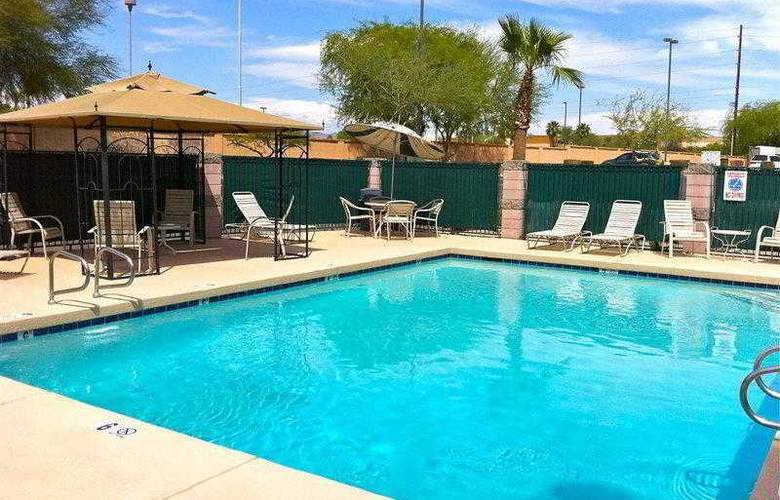 Best Western Superstition Springs Inn & Suites - Hotel - 4