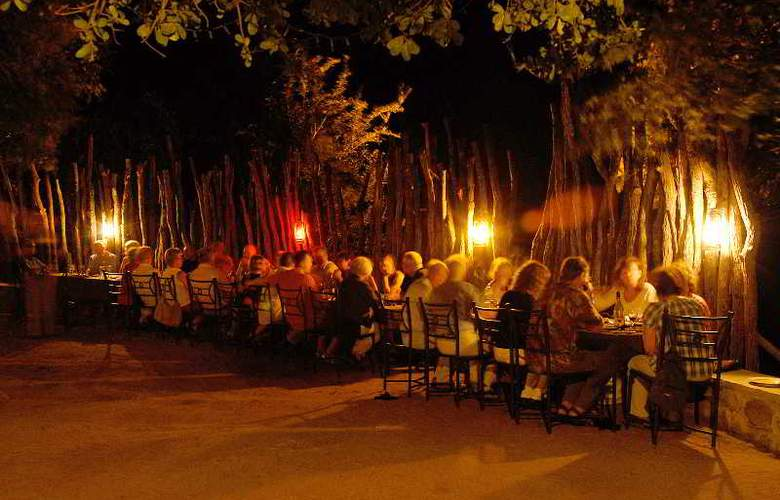 Manyatta Rock Camp - Restaurant - 24