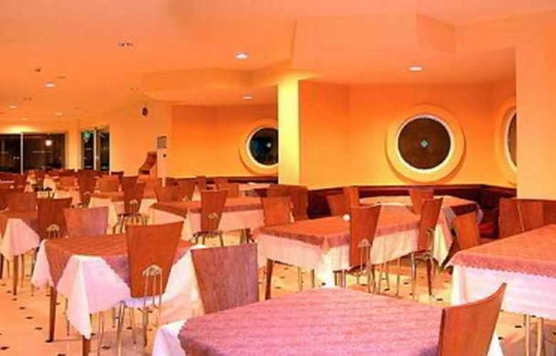 Caprice Beach Hotel - Restaurant - 9