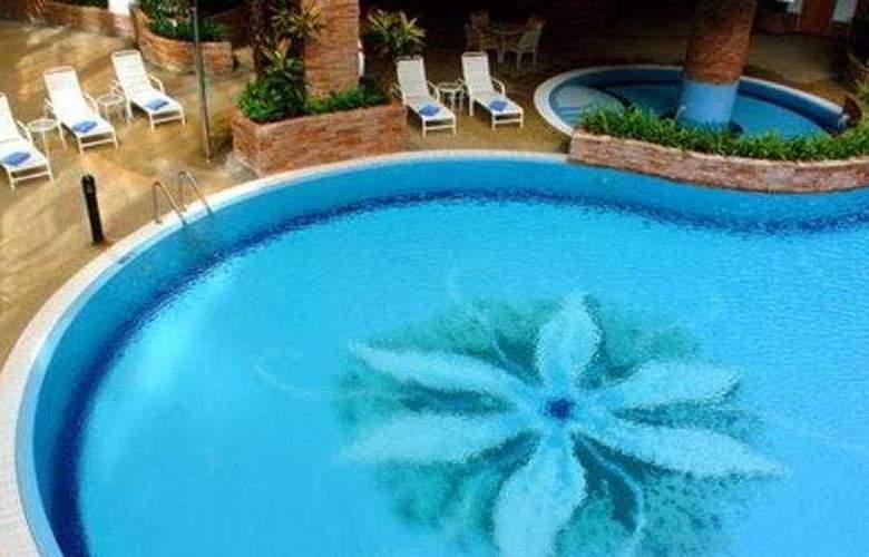 Renaissance Kota Bharu - Pool - 5