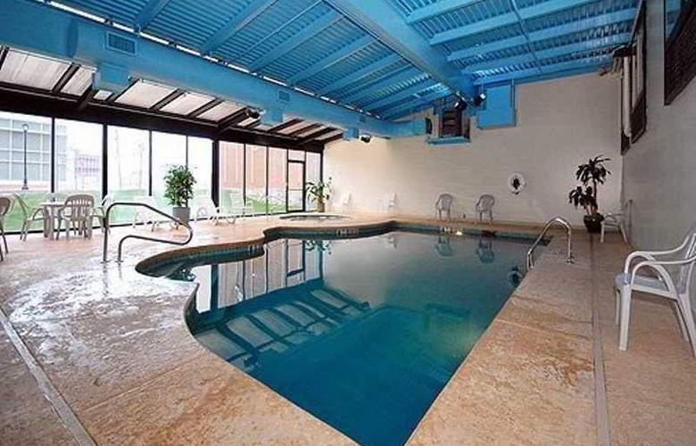 Quality Hotel & Suites Niagara Falls - Pool - 6
