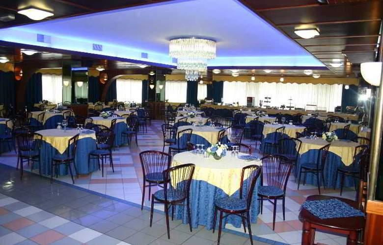 Grand Hotel Dei Cesari - Restaurant - 7