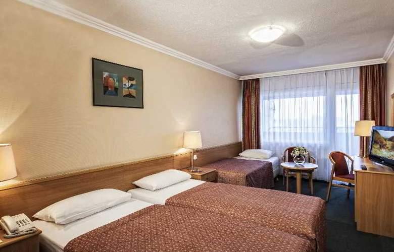 Danubius Hotel Arena - Room - 8