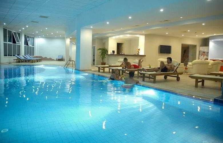 Sealight Resort Hotel - Pool - 5