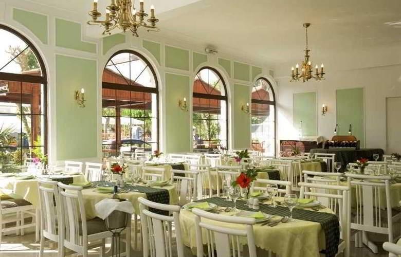 Axos Apts - Restaurant - 10