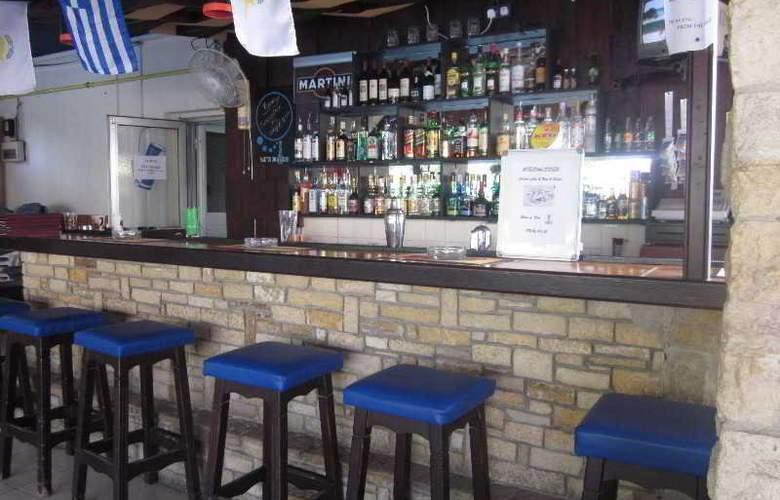 Estella Apartments - Bar - 12